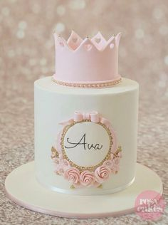 Crown with Gold Pearls and Flowers Birthday Cakes for Girls
