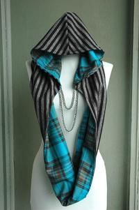 Awesome hooded scarf with chain Sewing Hacks, Sewing Crafts, Sewing Projects, Diy Crafts, Diy Clothing, Sewing Clothes, Mode Hippie, Hooded Scarf, Hooded Flannel