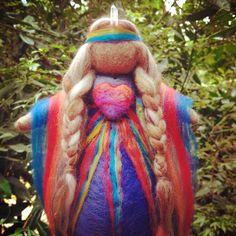 Absolutely beautiful Healing Medicine Doll: 'I am Love, You are Love', created by the talented Julia Inglis of Sacred Familiar. Felt Fairy, Circle Art, Waldorf Dolls, Medicinal Plants, Soft Sculpture, Felt Crafts, Needle Felting, Art Dolls, Spirit Doll