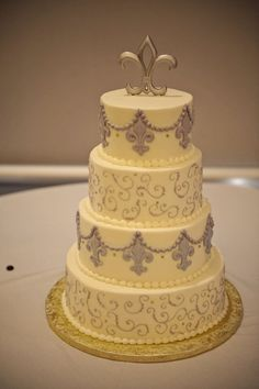 Fleur de lis cake :  wedding cake gold purple white Catmat287