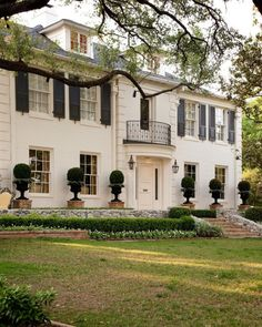 CURB APPEAL – another great example of beautiful design. White washed brick with black shutters, beautiful topiary. Style At Home, Showers Interior, White Wash Brick, Black Brick, Black Shutters, White Houses, Foyers, My Dream Home, Exterior Design