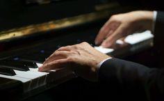 Vydražia veci židovského pianistu Szpilmana, o ktorom nakrútili oscarový film – Akčné ženy Jouer Du Piano, Prayers For Healing, Sisters In Christ, Film, Piano Man, Degenerative Disease, Writing Songs, Movie, Film Stock