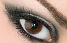Imate smeđe oči? Niste sigurni koji je najbolji način da ih istaknete? Kako se našminkati, a da ne izgledate prenapadno i da je u skladu s prilikom i vremenom?