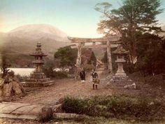 日本の写真家「江南 信國」が明治時代に撮影した日本の風景・風俗写真いろいろ8. 鳥居
