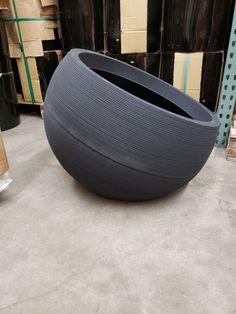 Durastone Plastic Linea Bowl - Dia X HT Importers and distributors of garden décor and accessories Wholesale to the trade. Plastic Planters, Fiberglass Planters, New York City Events, Winter Flower Arrangements, New York Flower, Holidays In New York, Landscape Design, Urban Landscape, Landscape Architecture