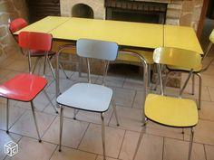 Chaises et tables en formica vintage