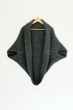 Simple Crochet Cardigan // Perfect project for beginners (free pattern)