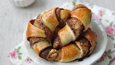 Húsvétra finomabbnál finomabb kalácsokkal készülünk, de van néhány olyan házi péksütemény, amelyeknek még érdemes helyet szorítani az ünnepi...