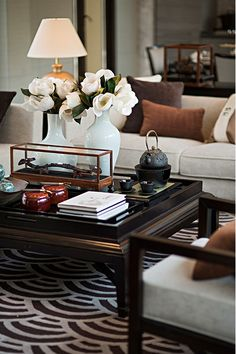 Gorgeous and Comfy Chinese Style Living Room Ideas. Chinese style living room and interior design has many distinctive features, ranging from colors, textures, and other elements, which have been known . Coffee Table Styling, Decorating Coffee Tables, Modern Interior Design, Interior Design Inspiration, Beautiful Home Designs, Beautiful Gorgeous, Ikea, Asian Home Decor, Interiores Design