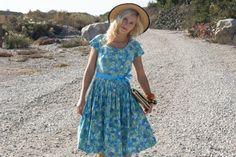 Vintage 50s Turquoise Floral Dress w/ Full Skirt & Waist Tie L #whendecadescollide #1950s #1950sdress #vintagedress