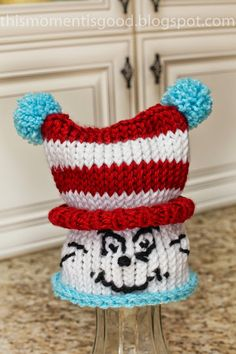 LOOM KNIT DR SEUSS HAT. Free pattern for cat in the hat inspired hat. #freeloomknittingpattern #loomknitdrseusshat #loomknithat