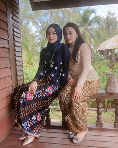 Image may contain: 2 people, people standing and outdoor Beautiful Hijab Girl, Beautiful Muslim Women, Beautiful Asian Girls, Bali Girls, Kebaya Wedding, Model Kebaya, Modern Hijab Fashion, Hijab Fashionista, Sexy Hips
