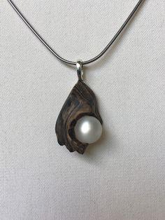 Holzanhänger - Kette Treibholz mit heller Perle - ein Designerstück von Wurzelkoenigin bei DaWanda