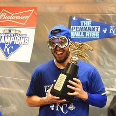 AL Championship trophy = best gift EVER. Happy Birthday, @hosmer305! #TakeTheCrown