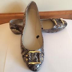 Banana Republic Snake Ballet Flats Gold Hardware, cool faux snakeskin stone color.  Size 9. Discount with bundle  Banana Republic Shoes Flats & Loafers