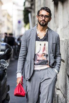 Discover the details that make the difference of the best streetstyle unique people with a lot of style Fashion Photo, Style Fashion, Fashion Trends, Best Mens Fashion, Fashion Menswear, Vanity Fair Italia, Cool Style, Man Style, Mode Masculine
