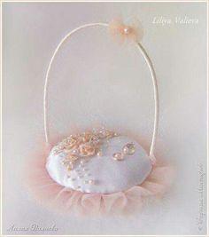 I Wedding Ring Cushion, Wedding Pillows, Ring Bearer Pillows, Ring Pillows, Wedding Crafts, Wedding Decorations, Diy Lace Ribbon Flowers, Wedding Gift Baskets, Flower Girl Basket