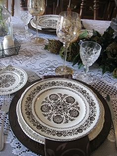 ...yes...I love black and white dishes