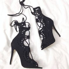 """Find and save images from the """"chaussures,acsessoires,sac,parfum. Hot Shoes, Shoes Heels, Strappy Shoes, Flats, Heeled Boots, Shoe Boots, Me Too Shoes, High Heels, Stilettos"""
