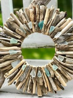 Maine Driftwood Wreath with Sea Glass - Beach Decor - Maine Decor - Driftwood Wall Art - Driftwood Art - Beach Decor Driftwood Wreath, Driftwood Wall Art, Driftwood Projects, Aquarium Driftwood, Driftwood Ideas, Sea Glass Beach, Sea Glass Art, Sea Glass Crafts, Beach Signs