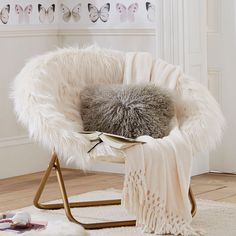Our Hang-A-Round Chair is the perfect seat for watching movies, lounging or studying in. Crafted with foldable gold legs and in ultrasoft ivory faux-fur, this chair will be the most sought-after seat in the house! HOW IT'S CONSTRUCTED … Design Room, Chair Design, Furniture Design, Room Ideas Bedroom, Bedroom Decor, Chaise Relax, Papasan Chair, Swivel Chair, Chair Cushions