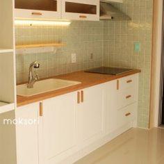 원룸 좁은집의 인테리어 가구배치의효율성 Home And Living, Living Room, Sink Design, Home Remodeling, Sweet Home, Kitchen Cabinets, New Homes, Storage, Wood