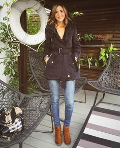#quickstop  #walking at the #terrace of one of my favorite #places  @grupo_presidente  @ #santafe #love #it !!!  || #veryhappy #blackridinghood  #todaysoutfit ---> @burberry #black #rain #jacket  || @kidsmadehere #jeans || @bershkacollection #boots  this #citygirl never stops #theartsartorialistonthego
