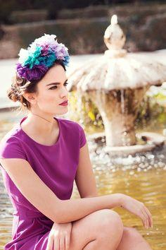 lady pipa5 Más Purple Fashion, Flower Fashion, Wedding Guest Looks, Bridal Tips, Weekend Dresses, Fancy Hats, Purple Love, Wedding Hats, Hair Ornaments