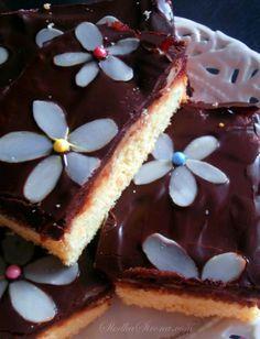 Mazurek z Marcepanem i Konfiturą z Róży Cheesecake, Easter, Food, Cheesecakes, Easter Activities, Essen, Meals, Yemek, Cherry Cheesecake Shooters