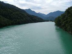 El río Puelo nace en el lago Puelo, en el Parque Nacional Lago Puelo y desemboca en el océano Pacífico, en la parte media del estuario de Reloncaví, en la localidad de Río Puelo, al oriente de la ciudad de Puerto Montt, en la Región de Los Lagos de Chile.