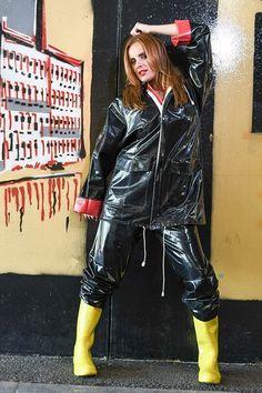 I like hunter boot and wader — gumdream: Oh yeah! Vinyl Raincoat, Pvc Raincoat, Mudding Girls, Imper Pvc, Black Raincoat, Vinyl Clothing, Rubber Raincoats, Rain Suit, Rain Jacket Women