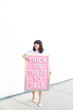 DIY Letter Board Halloween Costume Diy Letter Board, Diy Letters, Halloween Kostüm, Diy Halloween Costumes, Costume Ideas, Creative Costumes, Types Of Lettering, Fall Crafts, Trick Or Treat