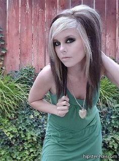 Art Teased hair hair-and-make-up Emo Haircuts For Girls, Haircuts For Long Hair, Girl Haircuts, Emo Girls, Choppy Haircuts, Jimmy Eat World, Style Emo, Hipster Style, Emo Hair Color