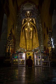 Un moine se recueill