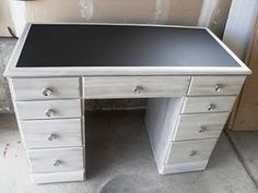 Before / after : desk with chalkboard paint on the top!