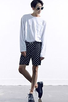 Today's Hot Pick :Dotted Drawstring Waist Shorts http://fashionstylep.com/SFSELFAA0013397/tlrkeen/out Look good while walking down the street in these drawstring waist shorts with mid-sized dot print all over. With elastic waistband, multiple pockets, and relaxed fit. Better when worn with a navy t-shirt plus black cross strap sandals.