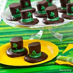 What a lucky find: Wee leprechaun hats made of chocolate and marshmallows! This whimsical treat is easy to whip up and perfect for little leprechauns to help make.