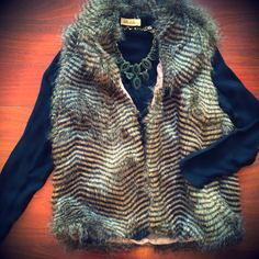 It's cold! ❄️Put on some faux fur!❄️#bellaragazzaboutique #furvest