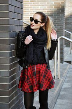 Karina in Fashionland Colored Tights, Black Tights, Perfect Legs, Street Style, Rich Girl, Tweed, Skater Skirt, Dress Up, Zara