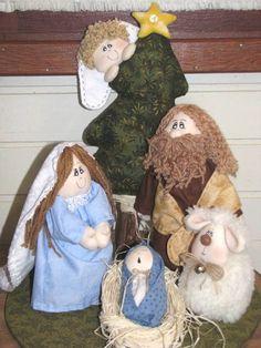 """Presépio de bonecos em tecido contendo 5 figuras: José, Maria, Jesus, ovelha e anjo (com pinheiro e estrela também). <br>Medidas aproximadas (altura): <br>José - 23cm <br>Maria - 20cm <br>Jesus - 10cm (só o boneco, sem o """"berço"""") <br>Ovelha - 13cm <br>Árvore com anjo - 35cm"""