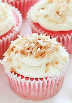 Skinny 2-Ingredient Strawbery Soda Cupcakes