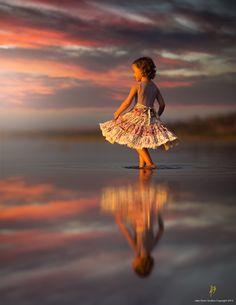 Little dancing sea flower / Jake Olson Studios Creative Photos, Great Photos, Children Photography, Portrait Photography, Sunrise Photography, Raindrops And Roses, Foto Fun, Photoshop, Lightroom