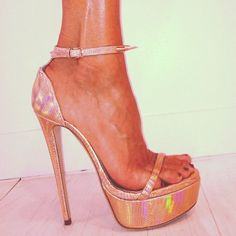 #ruthiedavis #heels #heelsandshoes #heelslover #shoegasm #shoes
