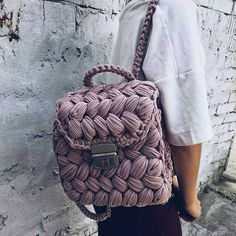 Pink backpack crochet small bag sister gift T-shirt yarn Crochet Handbags, Crochet Purses, Mochila Crochet, Sacs Design, Crochet Backpack, Crochet Shell Stitch, Macrame Bag, T Shirt Yarn, Cute Bags