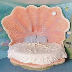 "Mᴇ̈ʀʏ Mᴏ̈ᴅᴇ✨ on Instagram: ""𝐁𝐞𝐚𝐮𝐭𝐢𝐟𝐮𝐥 𝐩𝐥𝐚𝐜𝐞 𝐭𝐨 𝐝𝐫𝐞𝐚𝐦 🐚💕✨ by @blackswaninn 📸 @aprettycoolhoteltour . . . .《♥》#MeryMode . . . . . . . #themehotel #fantastsuite #shellbed…"" Dream Rooms, Dream Bedroom, Peaceful Bedroom, Black Swan Inn, Fantasy Hotel, Fantasy Art, Retro Interior Design, Room Goals, Aesthetic Bedroom"