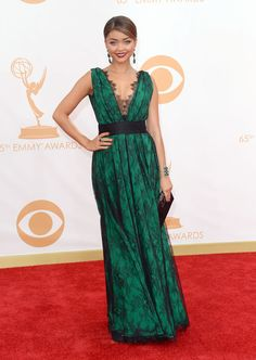 Actress Sarah Hyland arrives at the 2013 Emmys in a black lace and emerald CH by Carolina Herrera dress