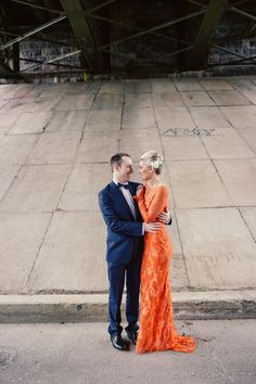 Colored wedding dresses will never go out of style – many brides want to stand out and choose bold dresses. I've decided to gather the coolest wedding dresses Emerald Wedding Dresses, Colored Wedding Dresses, Wedding Colors, Wedding Gowns, Wedding Outfits, Wedding Bells, Bridal Gowns, Lace Wedding, Orange Gown