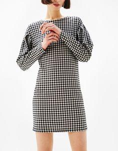 Kurzes Kleid mit Bauschärmeln - Mid Season Sale bis 40% - Bershka Germany
