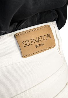 Tailor-made jeans, chinos und shorts. The Perfect Fit Iceland, Bespoke, Perfect Fit, Card Holder, Wallet, Jeans, Women, Fashion, Pocket Wallet