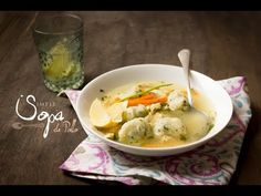 Simple Sopa de Pollo, hecha en mi Cocotte, azul caribe.